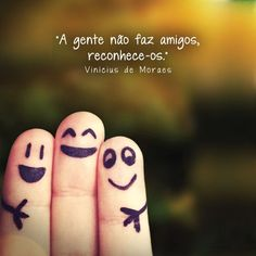 Find images and videos about feliz dia do amigo! Funny Fingers, Latin Words, Message In A Bottle, Friends Day, Love Messages, More Than Words, Rugs On Carpet, My Favorite Things, Blog