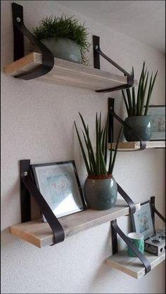 Stoere handgemaakte leren plankdragers gemaakt door www.facebook.com/arwt.nl . Heb je interesse ? kijk even op mijn facebook pagina.