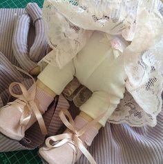 WEBSTA @ lyusha_loops - Скоро будем показываться, оденем шапочку и готово!#ручнаяработа#рукоделие#кукла#куклаизткани#вязание#шапка#материалы#artdoll#тильда#тильдомания#текстильнаякукла#авторскаякукла#ателье#платье#одеждадлякуклы#обувьдлякуклы#ботинки#artdoll#doll#handmade#модница#шьюкукол#шьюсама#вяжушапку#чтоподарить#кружево#дочкисыночки#baby#