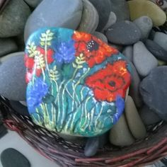Summer time #poppies on #rocks #stoneart #paintedrocks on The Stunner Boutique #thestunnerboutique