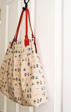 Cutest handbag tutorial. Pleats add style and make the interior nice and roomy. The fabric she used is awesome.