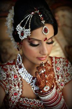 Stunning Indian Bride, kundan bridal jewelry, jhoomar, south Asian bridal makeup
