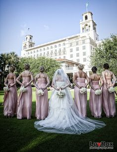 10 Must-Have Wedding Photos with The Girls - The Backside Bouqet