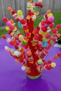 Easter Candy Kabobs: Make as gifts for kids by buying Easter candy and gummies in bulk, and then stacking cute clusters on kabob sticks. Click through for more Easter party ideas and decorations that your kids and family will love. Candy Party, Party Treats, Party Snacks, Candy Kabobs, Edible Centerpieces, Candy Cakes, Candy Bouquet, Candy Table, Partys