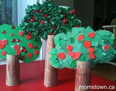Stunning apple tree craft 3 ways - toddler, preschooler & big kid versions here. Use with forest theme or Johnny Appleseed Preschool Apple Theme, Apple Activities, Preschool Music, Fall Preschool, Autumn Activities, Preschool Crafts, Music Activities, Preschool Apples, Kindergarten Crafts