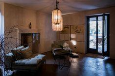 Das Hotel Relais Castello di Morcote liegt leicht erhöht über dem Lago di Lugano, in Vico Morcote. Wo einst Benediktinerinnen im Kloster wohnten, empfängt heute ein äusserst charmantes Boutique Hotel seine Gäste.  #ticinomoments #boutiquehotel Design Hotel, Hotels, Das Hotel, Lugano, Boutique, Ceiling Lights, Home Decor, Switzerland, Homes