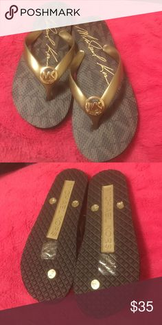 ❗️NEW❗️Michael kors flip flops brand new with no sign of wear! No dust! no mark at all 💯 auth Michael kors! ❌ no trade or low ball offers Tks. ❗️price can go lower on Ⓜ️ercari Michael Kors Shoes Sandals