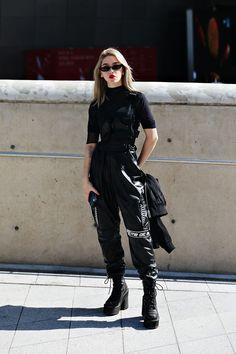 Ideas For Style Korean Fashion Seoul Outfit Seoul Fashion, Harajuku Fashion, Fashion Week, Look Fashion, Fashion Edgy, Harajuku Style, Korean Fashion Summer Street Styles, Swag Fashion, Harajuku Girls