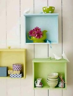 DIY Wall Shelves of Used Drawers Use old dresser drawers as shelves. Add a few hooks to the bottom to hang neclacesUse old dresser drawers as shelves. Add a few hooks to the bottom to hang neclaces Repurposed Furniture, Diy Furniture, Modern Furniture, Furniture Refinishing, Refurbished Furniture, Plywood Furniture, Antique Furniture, Modern Decor, Furniture Design