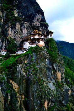 hidden temple Bhoutan