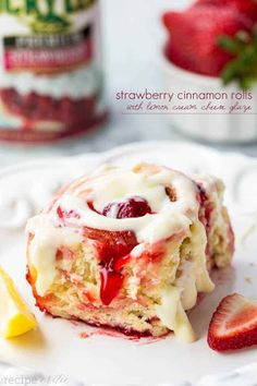 Strawberry Cinnamon Rolls with Lemon Cream Cheese Glaze ! Delicious quick and easy cinnamon rolls bursting with strawberry pie filling! These are amazing! Strawberry Cinnamon Rolls, Strawberry Recipes, Strawberry Glaze, Strawberry Pie, Strawberry Shortcake, Brunch Recipes, Sweet Recipes, Dessert Recipes, Simply Recipes