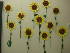 Auringonkukkia (3-4 luokka) Activities For 2 Year Olds, School, Plants, Artists, Plant, Planting, Planets