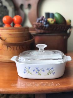 Corningware A 2 B Casserole Dish with Blue Purple Flowers Pattern Blue Dusk Old Kitchen, Eat In Kitchen, Kitchen Items, Vintage Kitchen, Corningware Vintage, Granny Chic Decor, Fairy House Crafts, Easter Gift For Adults, Kitchen Installation