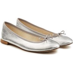 Repetto Cendrillon Metallic Leather Ballerinas (795 ILS) ❤ liked on Polyvore featuring shoes, flats, silver, ballet flats, ballerina shoes, leather ballet shoes, metallic shoes and bow ballet flats