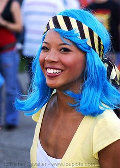 Blue hair on darker skin. I love this!