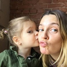 Drew Barrymore Without Makeup - Prominente No Makeup Selfies, Makeup Jobs, Drew Barrymore Daughter, Barrymore Family, Cellulite, Drew Barrymore Instagram, Celebs Without Makeup, Subtle Makeup, Demi Moore