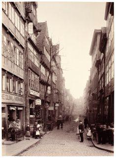 A shot of the Hamburg street Bei den Mühren, around 1884.