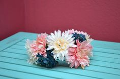 Diadema flores Floral Wreath, Wreaths, Diy, Jewelry, Home Decor, Flower Headbands, Fascinators, Manualidades, Do It Yourself