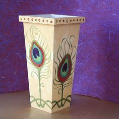 Vase or umbrella stand? Big Vases, Painted Pots, Hand Painted Furniture, Peacock Feathers, Pottery Painting, Yard Art, Deities, Traditional Art, Garden Inspiration