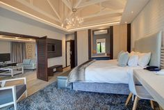 Built in 1846, this elegant hotel is a 5-minute walk from Santos beach and overlooks Mossel Bay Harbour.
