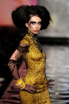 Fresh Art - Fashion Image from Russia Fashion Week Oct. 2006 - image on Apparel Search fashion website.