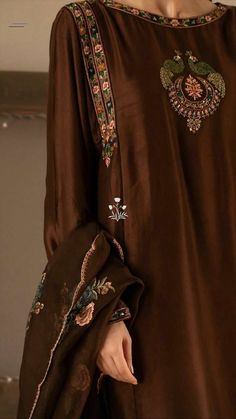 Stylish Dress Designs, Designs For Dresses, Stylish Dresses, Simple Dresses, Embroidery Suits Punjabi, Embroidery Suits Design, Embroidery Fashion, Kurta Designs, Blouse Designs