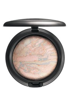 MAC Reel Sexy Mineralize Skinfinish in Lightscapade