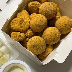 뿌링클 순살 + 치즈볼 Food N, Food Photo, Muffin, Breakfast, Essen, Morning Coffee, Muffins, Cupcakes, Food Photography