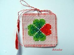 Risultati immagini per martisoare cusute pe etamina motive nationale Cross Stitch Flowers, Cross Stitch Designs, Projects For Kids, Beautiful Hands, Diy Clothes, Quilling, Handmade Jewelry, Elsa, Textiles