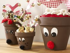 Reindeer made out of clay pots. Can be done with the kids, can be filled with candy, chocolate, after could perfectly be a candle holder. etc #christmAs DIY #Christmas ideas to do with the kids as a Christmas decoration.