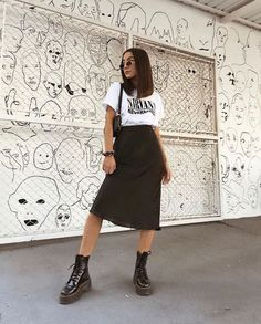 Modische outfits Article Physique: On this world of Mode Outfits, Grunge Outfits, Trendy Outfits, 90s Style Outfits, 90s Inspired Outfits, Grunge Clothes, High Fashion Outfits, 90s Outfit, Fashion Skirts