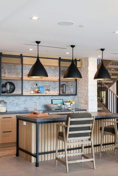 Modern Rustic Homes, Modern Farmhouse Style, White Wash Brick, Indoor Outdoor Living, Newport Beach, Rustic Chic, Bars For Home, Home Interior Design, House Tours