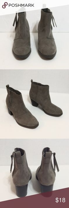 🆕 Grey vegan suede boots  NWOT Never wore except to try outfits at home, super cute n comfy just too big for me, SIZE 6 Old Navy Shoes Ankle Boots & Booties