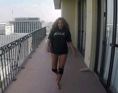 Beyonce 7/11 #Kale Legs movin side to side