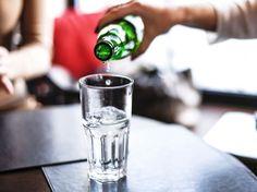 Das es wichtig its, ausreichend Wasser zu trinken, wissen wir bereits. Doch wusstest du schon, dass du Mineralwasser auch als Putzmittel