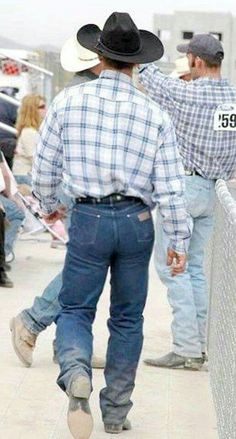 Tight Wranglers and Hot Country Boys: Photo Wrangler Jeans, Tight Jeans Men, Cowboy Love, Cowboy Hats, Hot Country Boys, Country Life, Hot Cowboys, Rodeo Cowboys, Real Cowboys