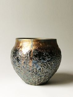 What incredible texture. Ceramic Pots, Glass Ceramic, Ceramic Clay, Kintsugi, Japanese Ceramics, Japanese Pottery, Raku Pottery, Pottery Art, Lava