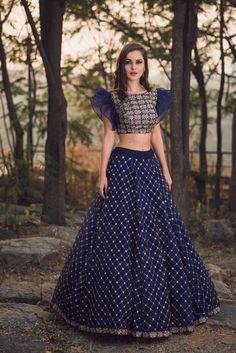 Kinas Designer Represent this Beautiful Designer Bridal Lehenga Choli in 2019 Lehenga Choli Designs, Bridal Lehenga Choli, Indian Designer Outfits, Designer Dresses, Designer Lehanga, Indian Dresses, Indian Outfits, Lehnga Dress, Party Kleidung