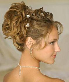 ¡Invitadas de boda! Tomad nota de los peinados más elegantes que os podéis hacer para el gran día. ;)