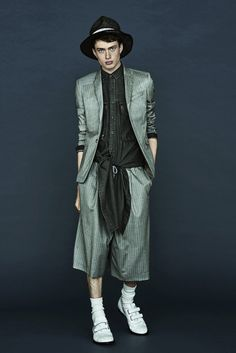 See the complete Mihara Yasuhiro Spring 2016 Menswear collection.