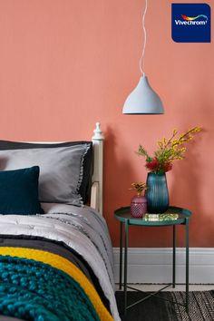Βρείτε έμπνευση για την κρεβατοκάμαρά σας με τη βοήθεια της Vivechrom. Απόχρωση 50YR 36/263 #bedroom #bedroomideas Wall Colors, Colours, Copper Blush, Coral Walls, Bedside Lighting, Beauty Industry, Jewel Tones, Throw Pillows, Emerald Green