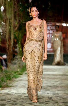 Outfit by:Tarun Tahiliani
