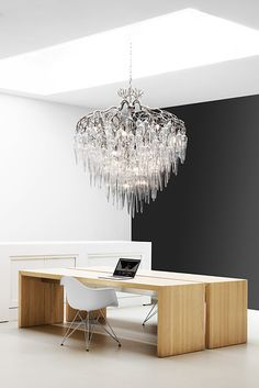 Custom contemporary HOLLYWOOD ICICLES Chandelier by Brand van Egmond. Enjoy the complete HOLLYWOODD ICICLES Collection and all our modern lighting collections at our website WWW.BRANDVANEGMOND.COM #exclusivelighting #contemporarychandelier #highenddesign#bespoke#modernchandelier#customisedchandelier Luxury Chandelier, Contemporary Chandelier, Murano Chandelier, Interior Lighting, Lighting Design, Office Lighting, Lighting Ideas, Modern Lighting, Modern Furniture