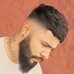 What Is Mid Fade? 20 Best Medium Fade Haircuts – Men's Hairstyles Mid Fade + Shave Beard Medium Fade Haircut, Types Of Fade Haircut, Medium Hair Cuts, Medium Curls, Low Fade Mens Haircut, Fade Haircut Styles, Haircut Short, Short Haircuts, Faded Beard Styles