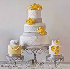 Doce Malícia Ja Idéias do bolo: coral, amarelo e cinza bolos de casamento