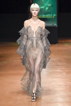 Iris van Herpen Fall 2017 Couture Collection Photos - Vogue#rexfabrics #purveyoroffinefabrics #cometousforfashion #passionforfabrics