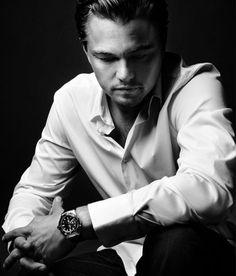 El caballero en camisa blanca