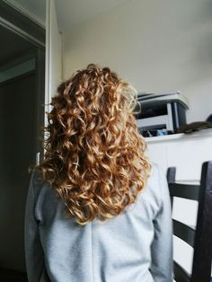 Ideas for hair curly blonde beachy waves Curly Hair Styles, Natural Hair Styles, Long Thin Hair, Face Hair, Natural Curls, Messy Hairstyles, Gorgeous Hair, Beautiful, Hair Hacks