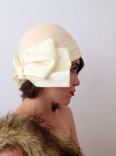 Vintage Hat Ivory Cloche with Bow 4 ways by ModernMenagerie