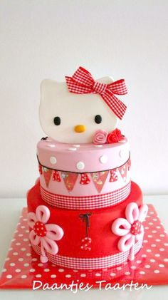 Hello Kitty Cake // Tarta de Hello Kitty                                                                                                                                                      Más